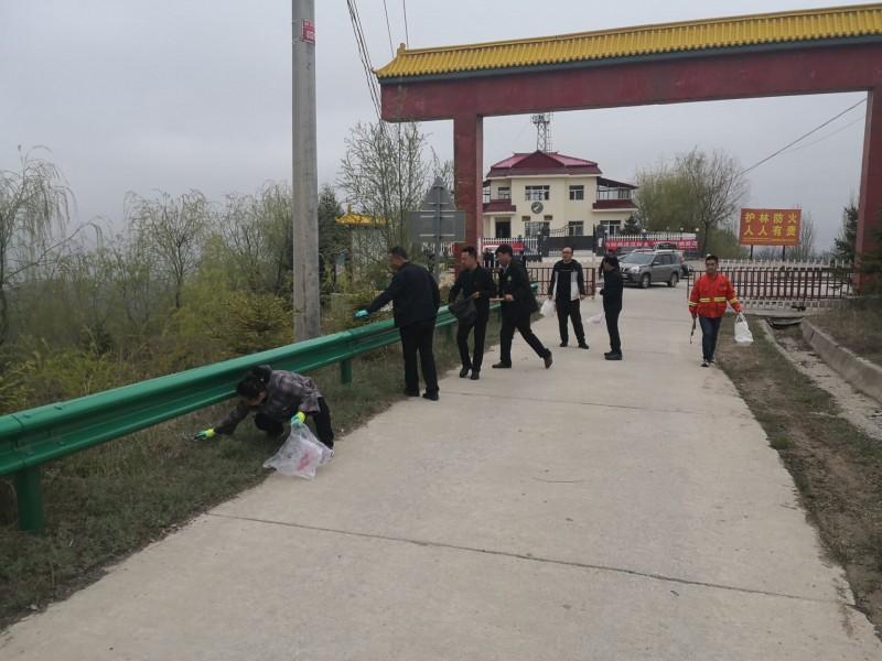 太统-崆峒山保护局组织支部党员开展党史教育进林区实践活动